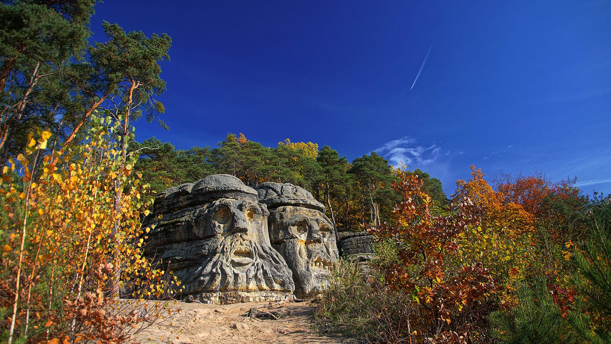 Kokořínsko – leśne rzeźby Václava Levy